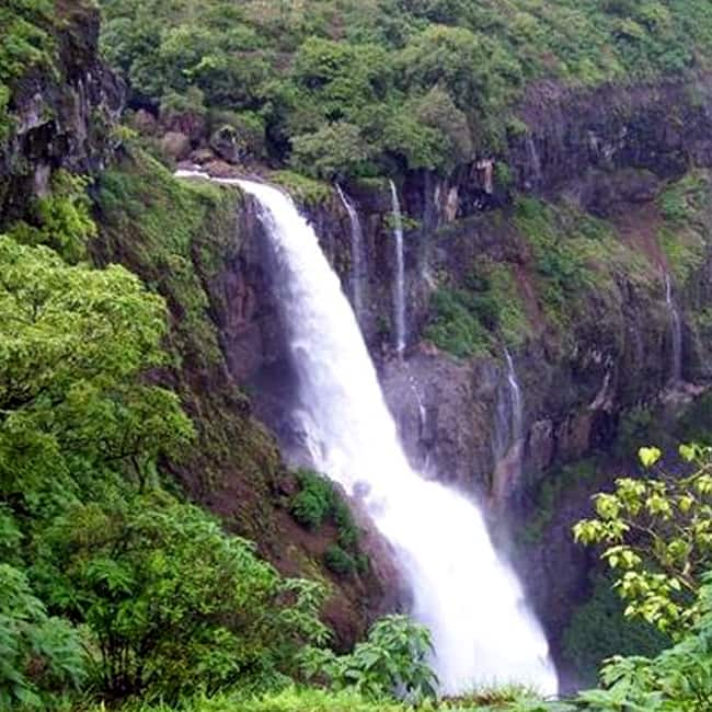 A beautiful picture of Dhobi Waterfall