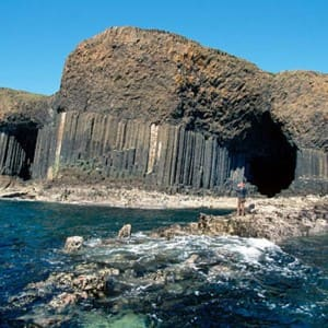 Explore in pics the mysterious aura of Fingal's Cave at Staffa Island in Scotland!