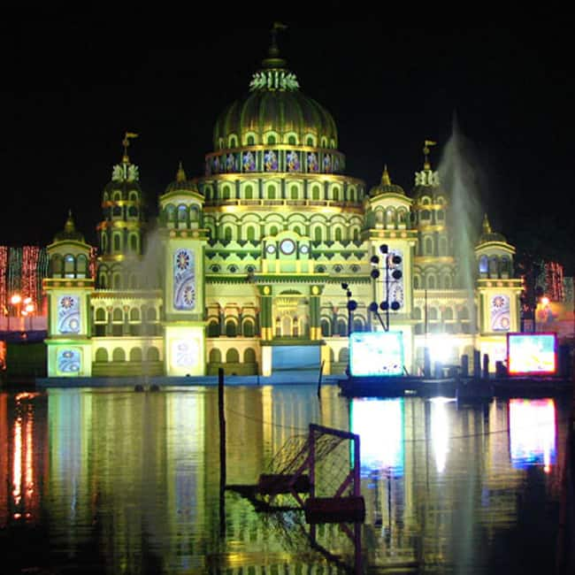 A picture of badamtala ashar sangha in kalighat south kolkata a picture of college square pandal in central kolkata altavistaventures Choice Image