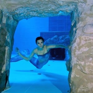 A swimmer clicked inside world 39 s deepest pool y 40 for Piscine deep joy y 40