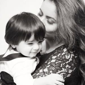 Not only Aamna Sharif, meet Bollywood celebs who are fond of their kids!