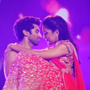 Aditya Roy Kapur and Katrina Kaif's impeccable chemistry during Dream Team 2016 tour is proof that there is something brewing between the actors!