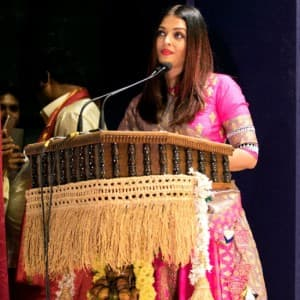 PICS: Aishwarya Rai Bachchan looks flawless in pink as she gets felicitated with Woman of Substance title