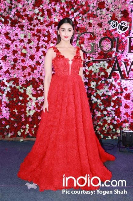 Alia Bhatt made a dazzling appearance at the red carpet of Lux Golden Rose Awards 2017