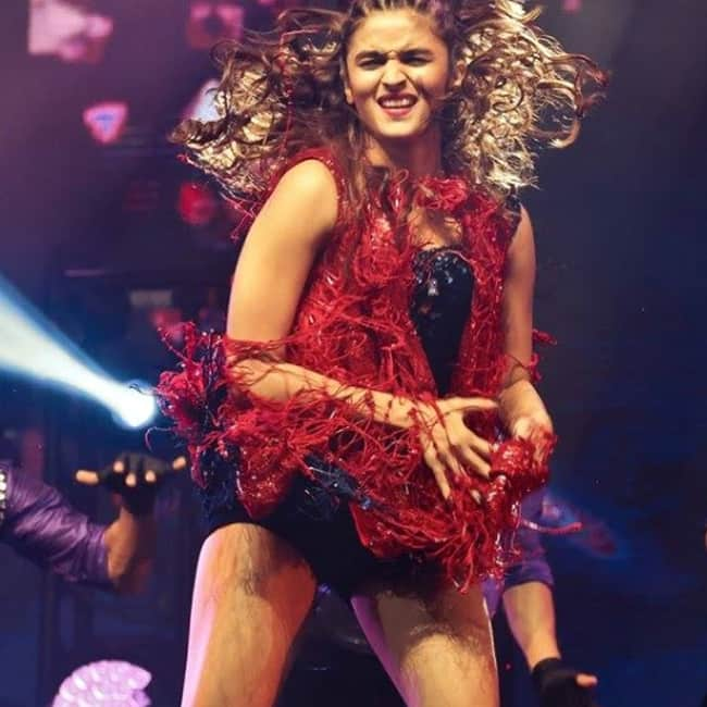 Alia Bhatt performing at IIFA 2017