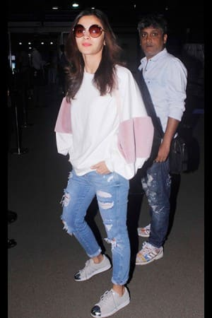 Airport Spotting: Celebs' travel outfits that you can update your wardrobe with!
