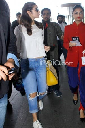 Love birds Alia Bhatt and Sidharth Malhotra spotted together at Mumbai airport, view pics