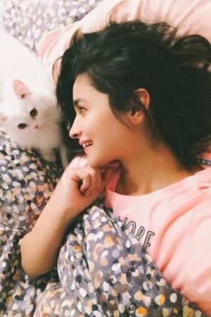 Bedroom selfies of your favorite Bollywood celebs!