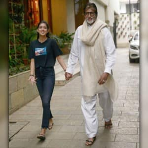 Amitabh Bachchan loves to get company to meet fans on Sunday, proof in pics!