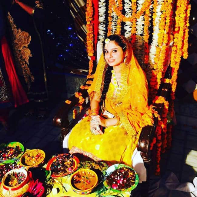 Anas Rashid's wife Heena Iqbal during her mehendi ceremony