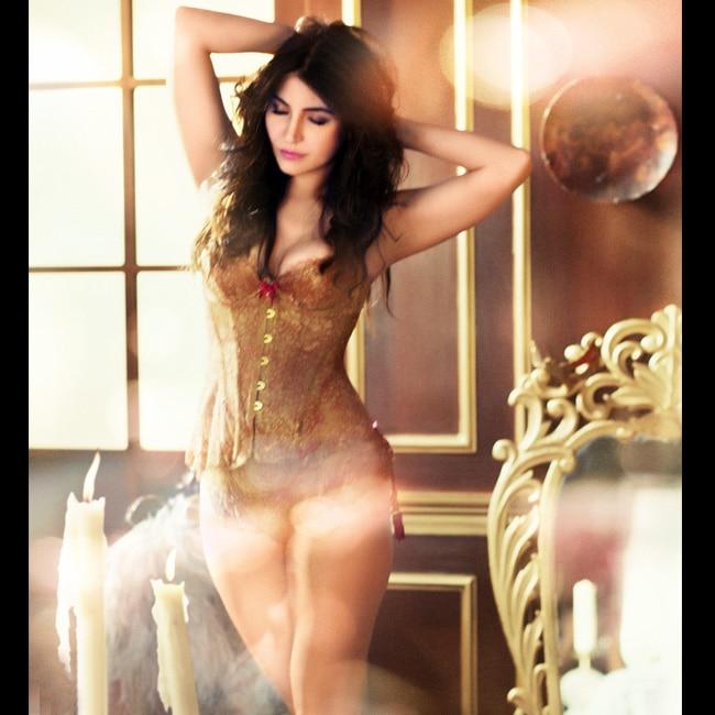 Anushka Sharma in skimpy golden attire