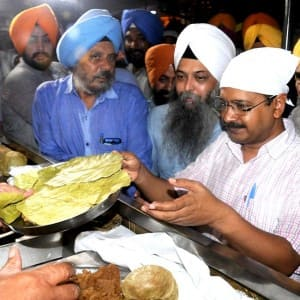 Arvind Kejriwal does 'sewa' at Golden temple, cleans utensils! See pics