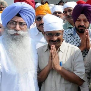 Arvind Kejriwal offer prayers at Golden temple, says Amritsar will be given a status of a 'holy city'