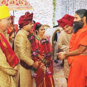 Nitin Gadkari's daughter Ketki's Nagpur wedding was a political plush affair, see pics!