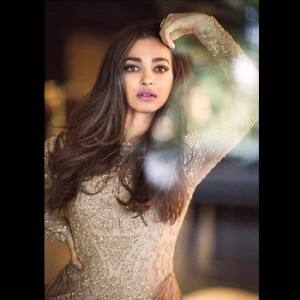 Padman star Radhika Apte's Instagram is a complete style guide for girls with warm skin tone