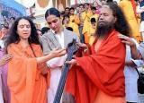 PICS: Deepika Padukone performing evening Ganga aarti in Rishikesh with mother!