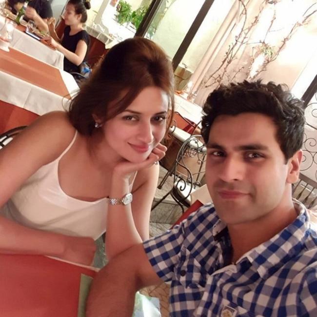 Divyanka Tripathi and Vivek Dahiya dining in Italy