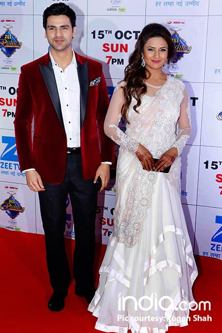 Divyanka Tripathi with husband Vivek Dahiya during Zee Rishtey Awards 2017