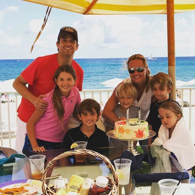 Donald Trump Junior with his complete family at yacht