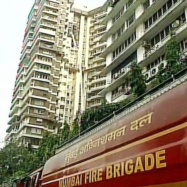 Mumbai major fire breaks out at cuffe parade 39 s maker for Jolly maker apartments cuffe parade
