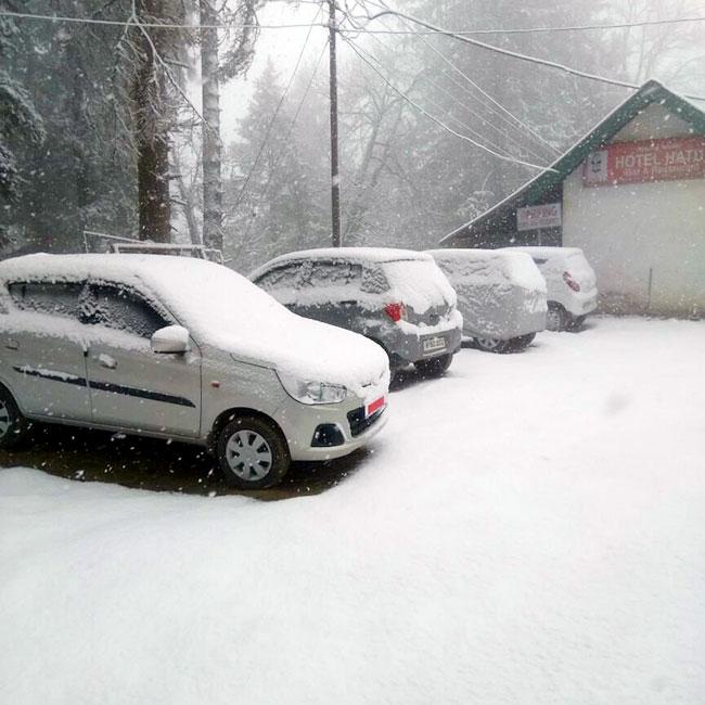 Fresh snowfall in Narkanda, Himachal Pradesh