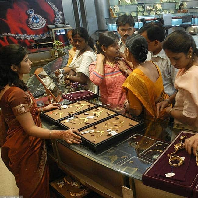Gold rates in Delhi today