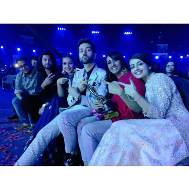 Ishqbaaz serial cast at Zee Rishtey Awards 2017