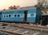 PICS: Jabalpur-Nizamuddin Mahakaushal Express derails at Mahoba in Uttar Prdaesh; 22 injured!
