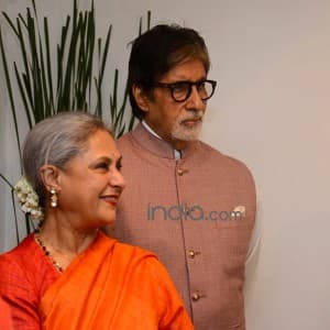 Art lovers Amitabh and Jaya Bachchan attend Dilip De's art exhibition 'Celebration of Love', see pics!