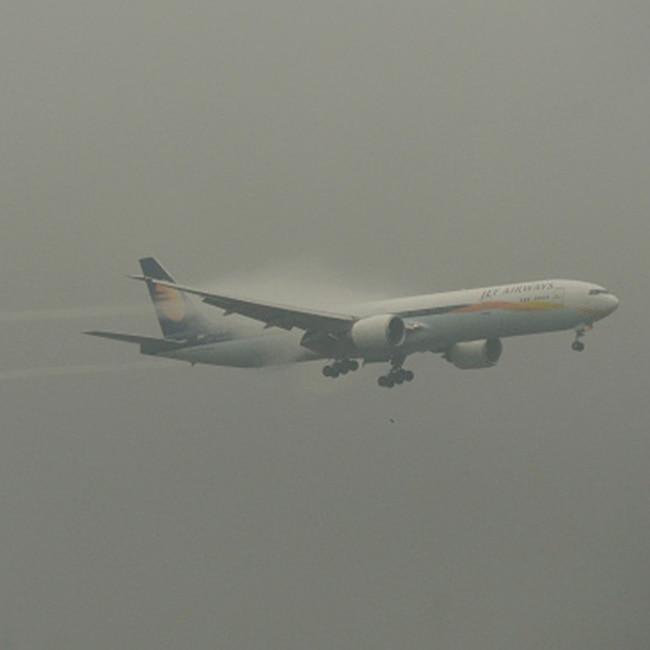 Jet Airways aircraft landing during Mumbai rains