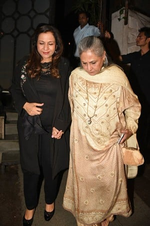 PICS: Varun Dhawan celebrates mother Karuna's birthday; Jaya Bachchan, Iulia Vantur become part of celebrations!