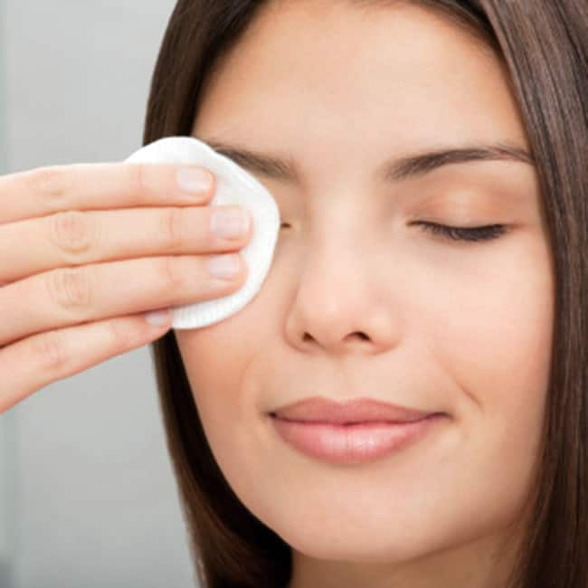Keep your skin clean before applying make up