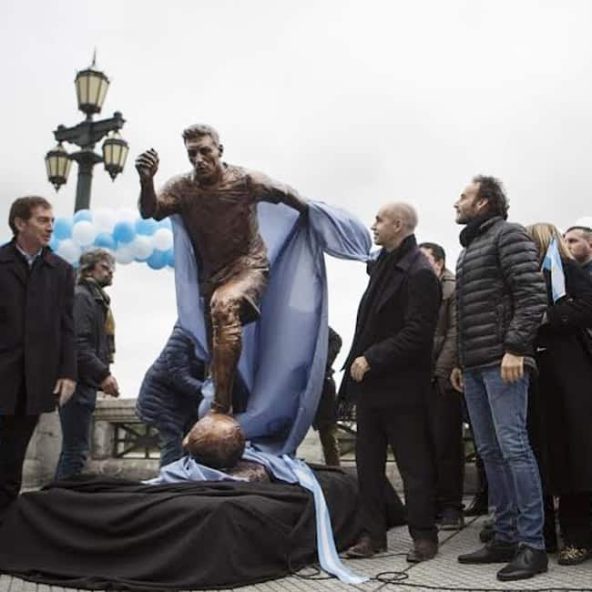 legend lionel messi s statue unveiled at buenos aires in