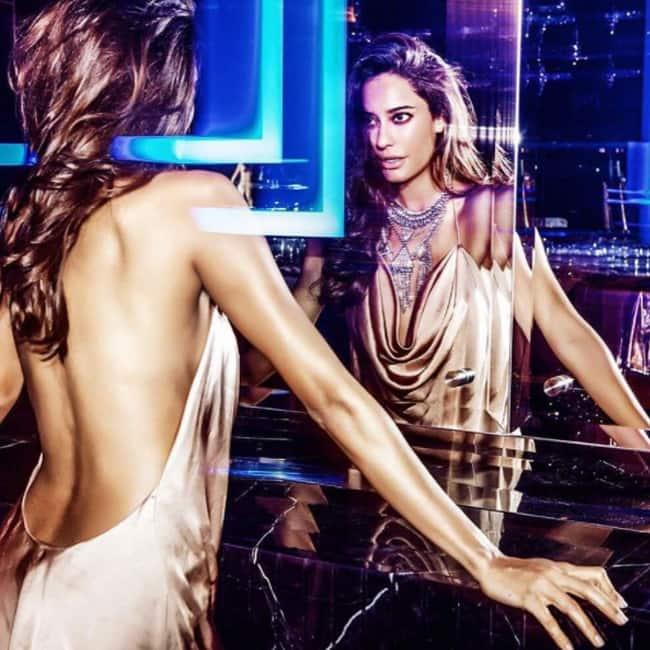 Lisa Haydon flaunts her sexy back in this picture