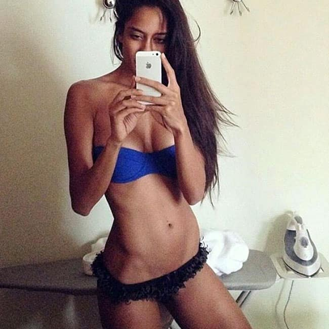Lisa Haydon flaunts her sexy body in this picture