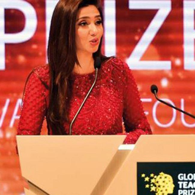 Mahira Khan delivering speech during Global Teacher Prize in Dubai