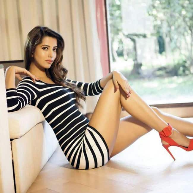 Manasvi Mamgai poses for a super sexy picture
