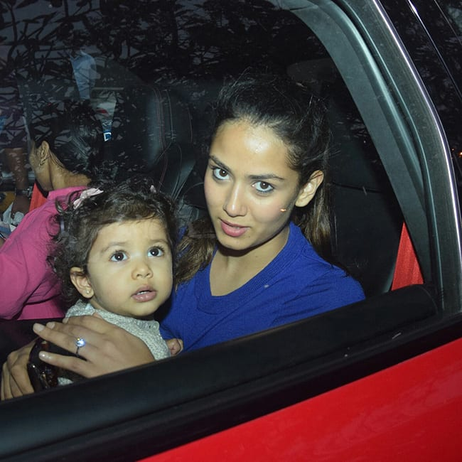 Mira Rajput snapped with daughter Misha Kapoor in car