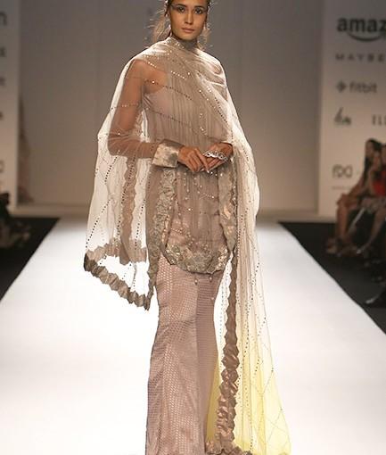 Model Flaunts Kiran Uttam Ghosh S Design On Day 1 Of Fdci S Day 1 Of Aifw 2016 Amazon India Fashion Week 2016 Day 1 Models Walk Ramp For Designers Rina