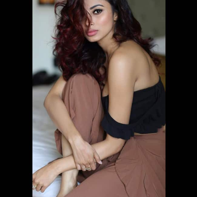 Mouni Roy in super sexy off shoulder outfit