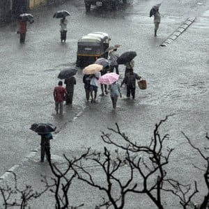 Mumbai Rains: Pictures depicting struggles of Mumbaikars!