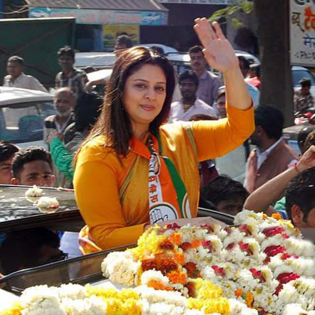 Nagma campaigning for Congress in Delhi