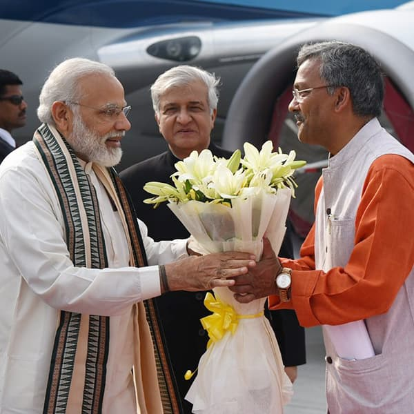 Narendra Modi being  greeted by Uttarakhand CM K K Paul