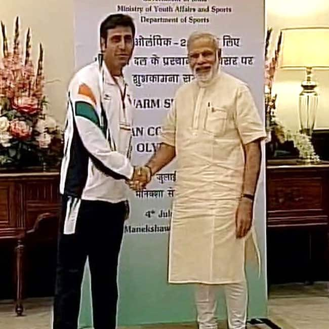 Narendra Modi clicked with an athlete who will represent India at Rio Olympic Games 2016