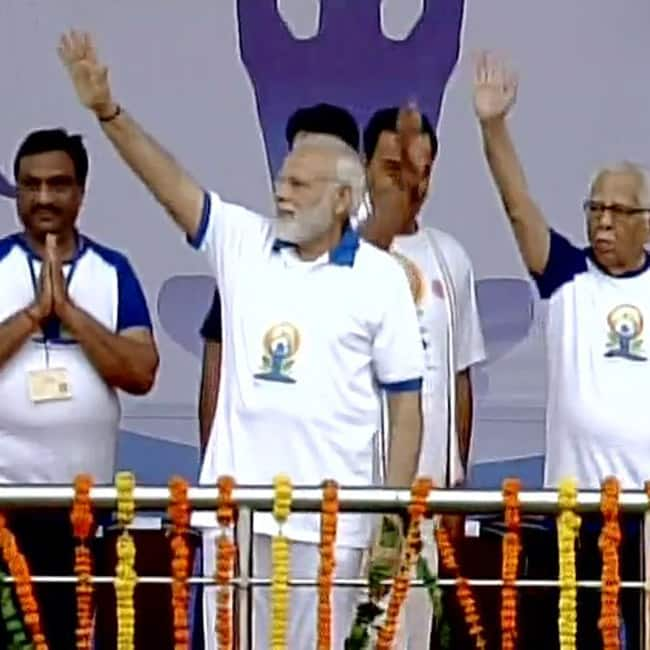 Narendra Modi commences event of International Yoga Day in Lucknow