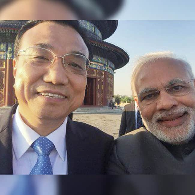 Narendra Modi in a selfie with Chinese Premier Li Keqiang
