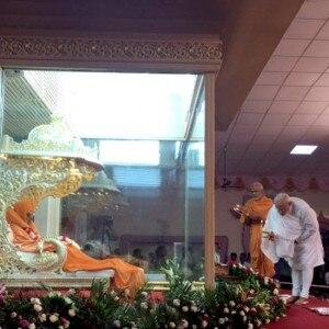 Prime Minister Narendra Modi pays tribute to Pramukh Swami Maharaj in Gujarat, see pics