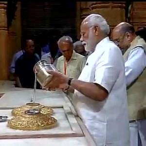 PICS: PM Narendra Modi offers prayers at Somnath temple prior addressing rally!