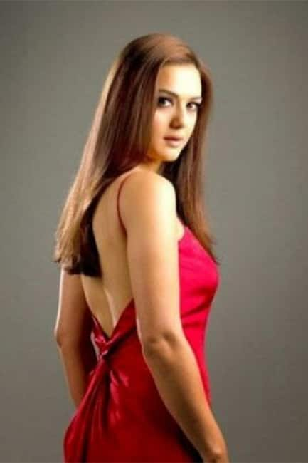Preity flaunts her sexy back in HD shoot