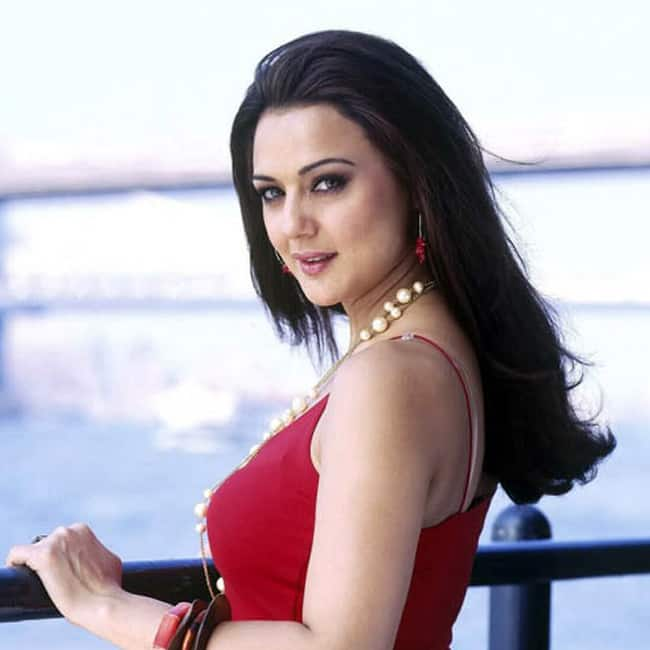 Preity Zinta poses ultra hot in sexy top